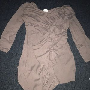 Brown long sleeve stop. Gently worn. Size M